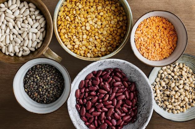 Linzen en bonen plat voedselfotografie