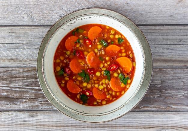 Linzensoep met wortelen en peper. recepten. duitse keuken.