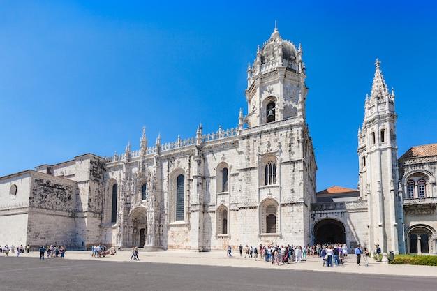 Lisbon, portugal - 25 juni: het jerónimos-klooster of hieronymites-klooster op 25 juni 2014 in lissabon, portugal