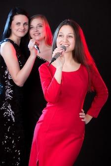 Live performance van meisjesgroep