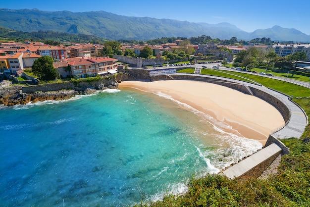 Llanes el sablon-strand in asturias spanje