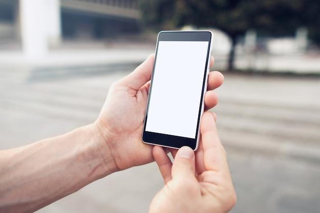 Locatie zoeken met online smartphonekaarten.