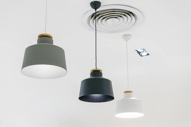 Loft hanglamp, hangende lamp op witte achtergrond. elementen van het interieur