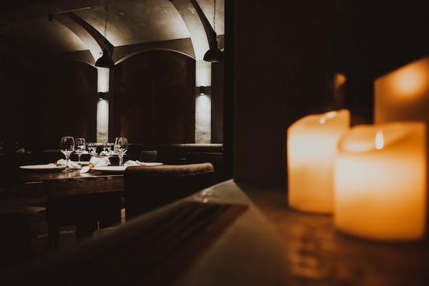Loft interieur van restaurant. comfortabele moderne eetplaats