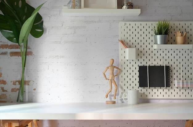 Loft werkplek thuiskantoor gadget en kopieer ruimte.