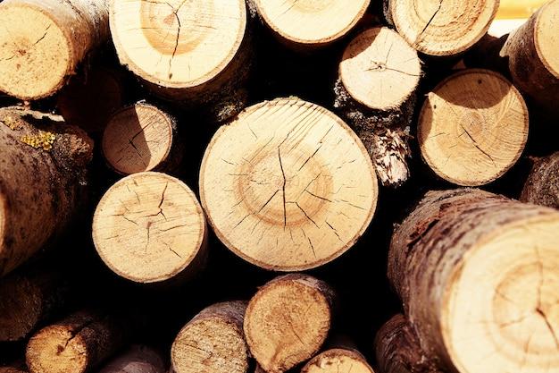 Log stapel voor verbranding
