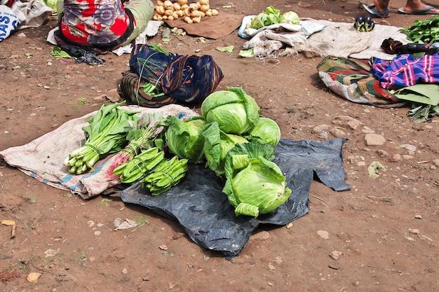 Lokale markt in de stad wamena, papua, indonesië