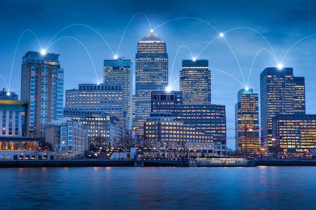 Londen kantoorgebouw voor netwerk en toekomst concept