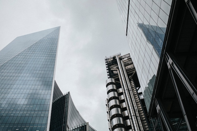 Londen stadsgezicht door wolkenkrabbers