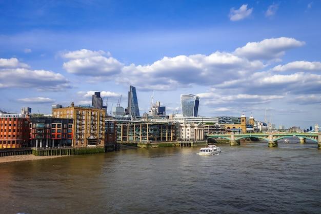 Londen uitzicht vanaf de theems, verenigd koninkrijk