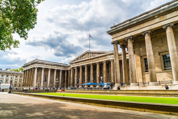 Londen / vk - 2 sep 2019: brits museum in de stad londen, engeland