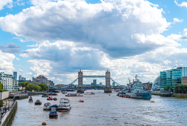 London city met tower bridge