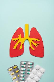 Longen en pils op een blauw concept luchtwegaandoeningen