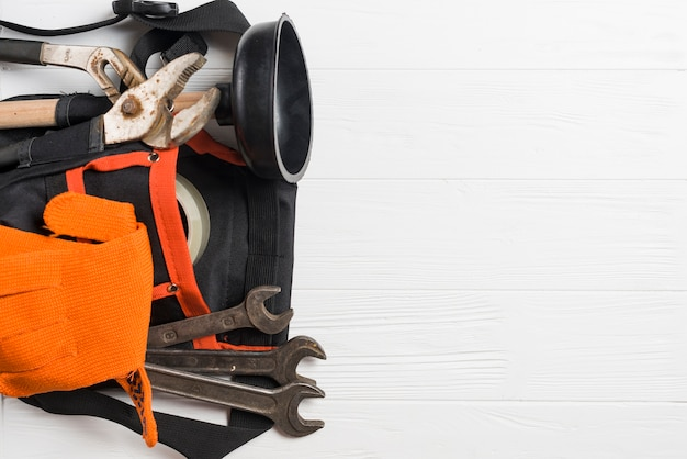 Loodgieter gereedschappen op riem