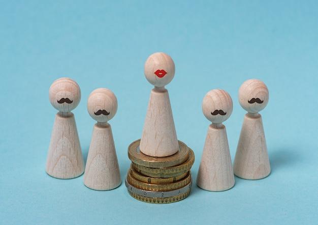 Loonkloof overschreden vrouw in leidende rol zakenvrouw houten figuren op blauwe achtergrond