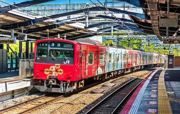 Loop line-trein op morinomiya station, osaka, japan