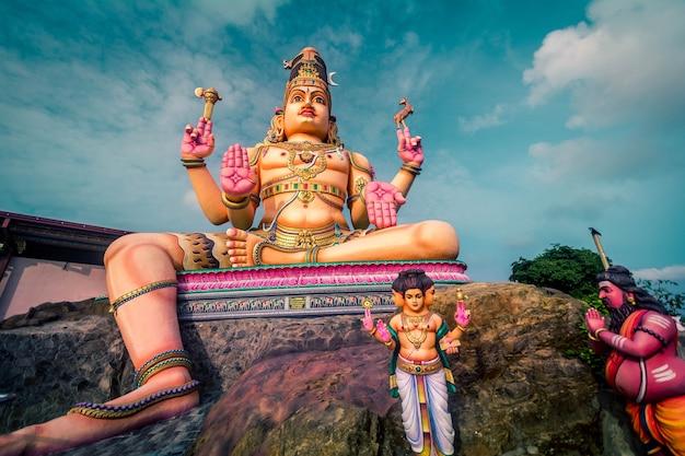 Lord shiva-standbeeld in trincomalee, koneshwaram-tempel in sri lanka