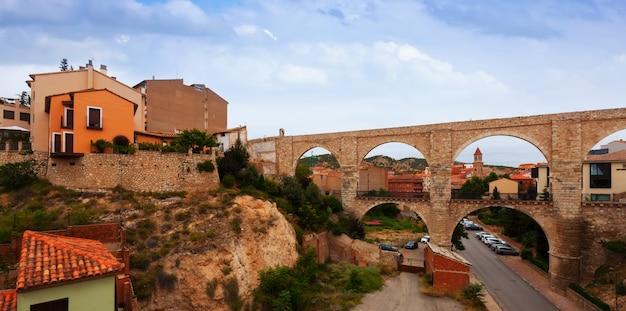 Los arcos aquaduct in de zomer. teruel
