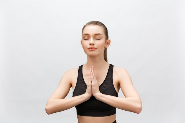 Lotus pose, yoga handen close-up. yoga vrouw in meditatie.