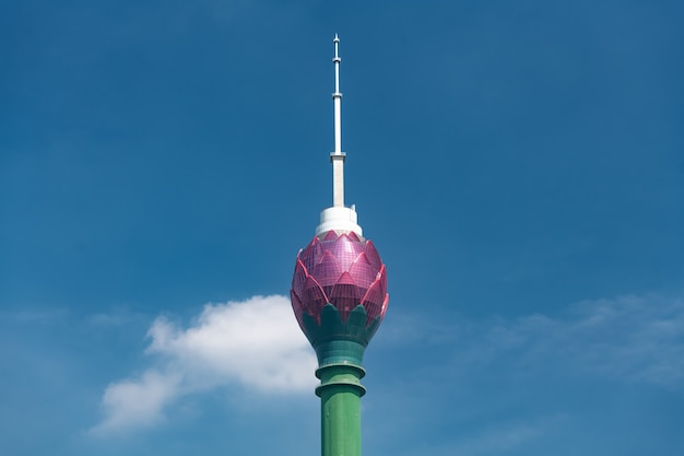 Lotus-toren in colombo-stadshorizon, colombo, sri lanka