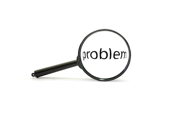 Loupe die het woordprobleem voor een wit analyseert