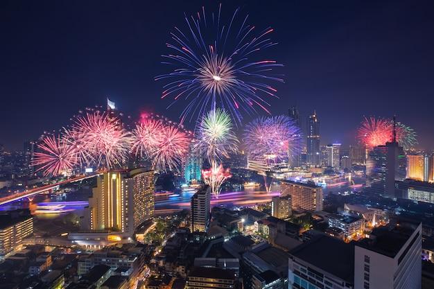 Loy kratong-festival in de stad van bangkok