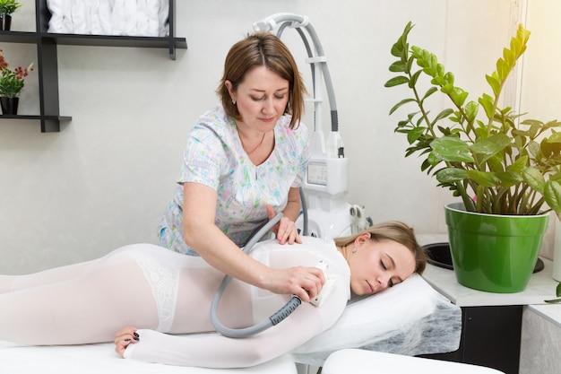 Lpg-massage van handen en schouders.