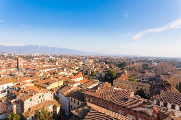 Lucca vanaf de guinigitoren. italiaans monument. luchtfoto van lucca.