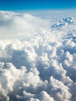 Lucht boven de wolken