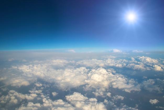 Lucht en wolken kunnen als achtergrond worden gebruikt