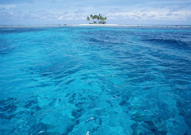 Lucht en zee aqua blue