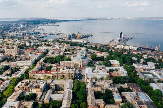 Luchtbeelden van de oude stad en de haven