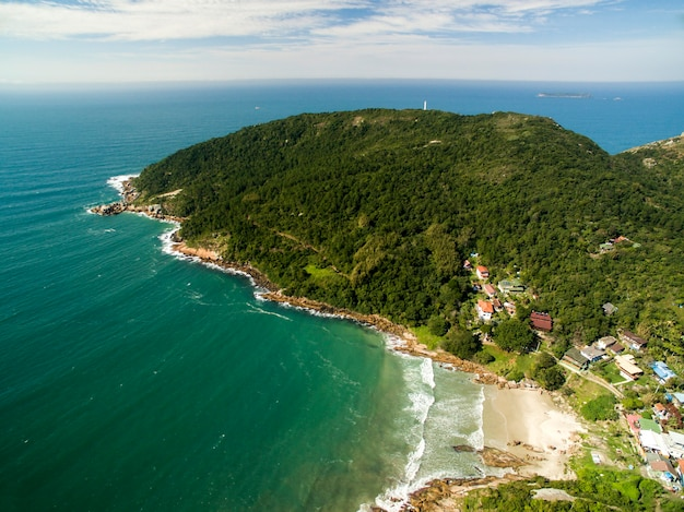Luchtfoto barra da lagoa beach in florianopolis, brazilië. juli, 2017.