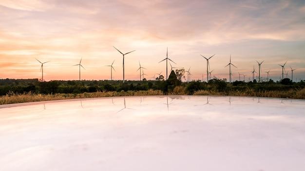 Luchtfoto door drone, op de natuurlijke energie van de windturbine van moutain