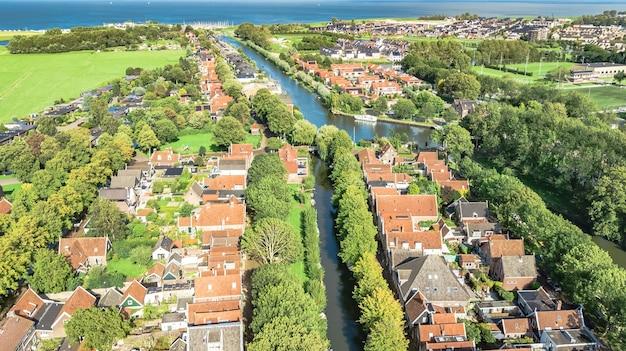 Luchtfoto drone uitzicht op edam stad stadsgezicht van bovenaf