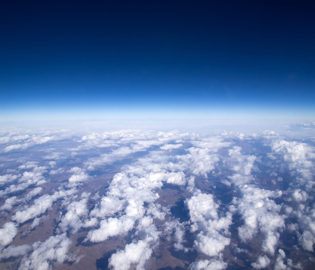 Luchtfoto hemel en mooie mooie wolken achtergrond