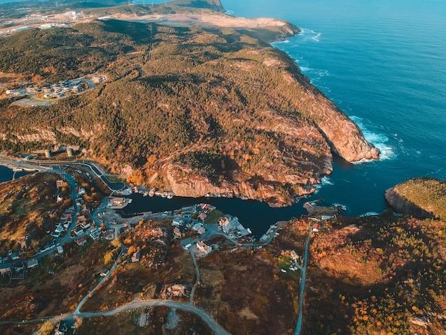 Luchtfoto landschap van kustlijn