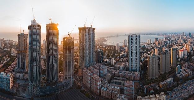Luchtfoto panorama van de skyline van de stad van mumbai