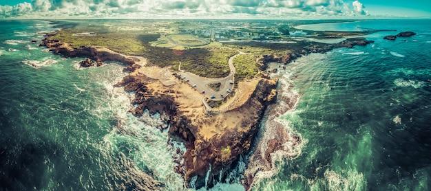 Luchtfoto panorama van thunder point uitkijk en warrnambool