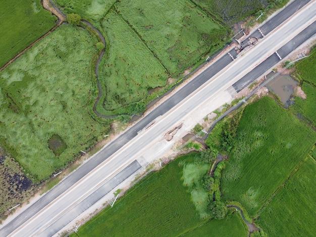 Luchtfoto's tonen wegen beschadigd door overstromingen.