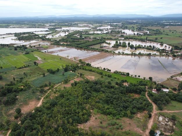 Luchtfoto's van landelijke gemeenschappen en landbouwgebieden met drones