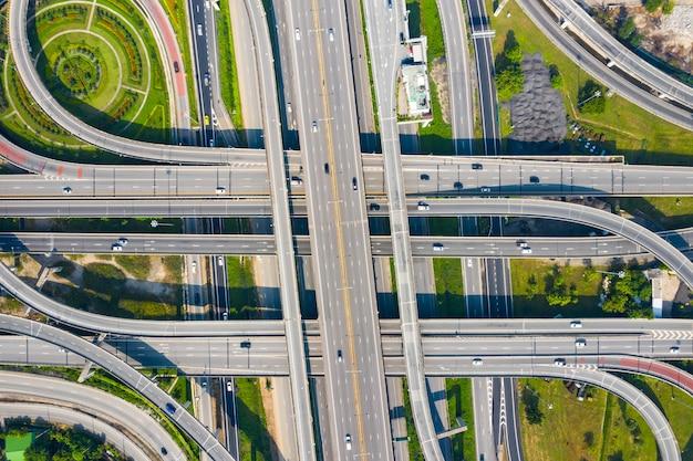Luchtfoto snelweg snelweg snelweg circus kruispunt