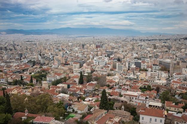 Luchtfoto uitzicht op de stad in athene, griekenland met mooie hemel
