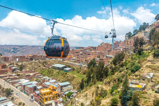 Luchtfoto uitzicht over de kabelbaan in la-paz, bolivia