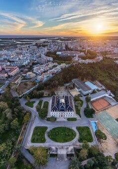 Luchtfoto. uitzicht vanuit de lucht, de straten alto santo antonio, van de stad faro.