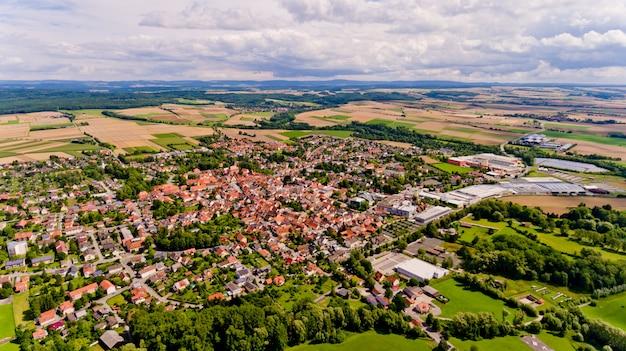 Luchtfoto van bad rodach stad in beieren. duitsland.