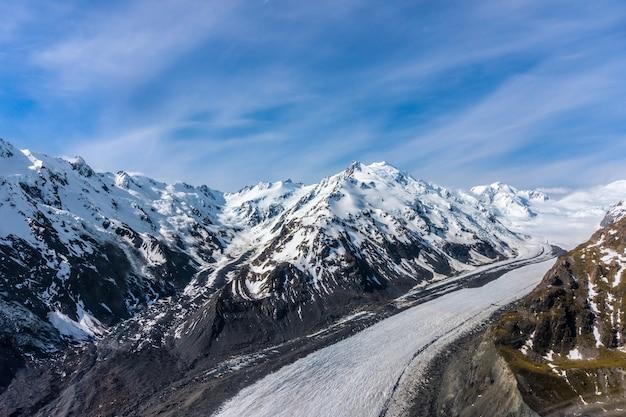 Luchtfoto van bergen in nieuw-zeeland.