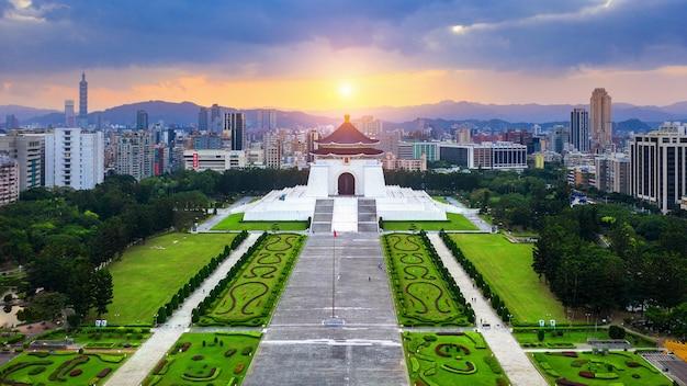 Luchtfoto van chiang kai shek memorial hall in taipei, taiwan.
