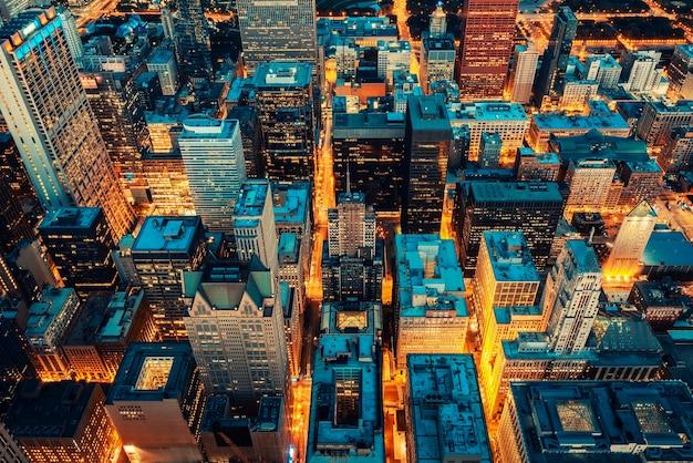 Luchtfoto van chicago, oranje en groenblauw na de prossessie