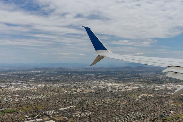 Luchtfoto van de berg van scottsdale, in de buurt van phoenix arizona, omhoog kijkend